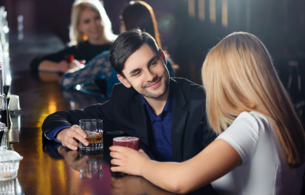 Cómo Iniciar Contacto Con Una Mujer Proyectando Un Alto Valor