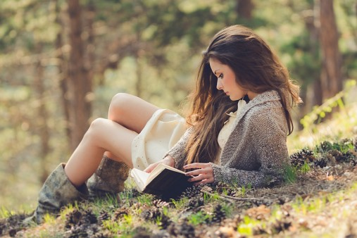 chica-hermosa-leyendo