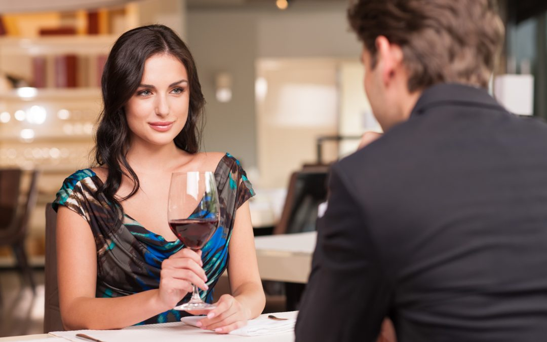 Cómo Saber Si Una Mujer Está Atraída